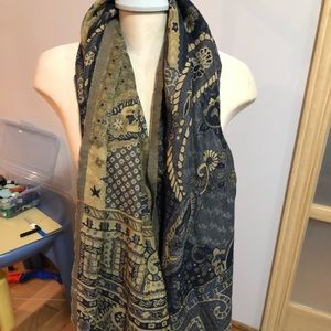 Accessories - ✅2/$15 Black and yellow long scarf
